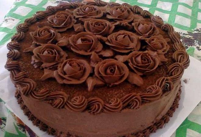 کیک را با کرم شکلاتی تزئین کنید