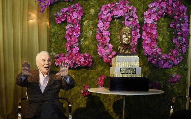 Кирк Дуглас празднует свое 100-летие