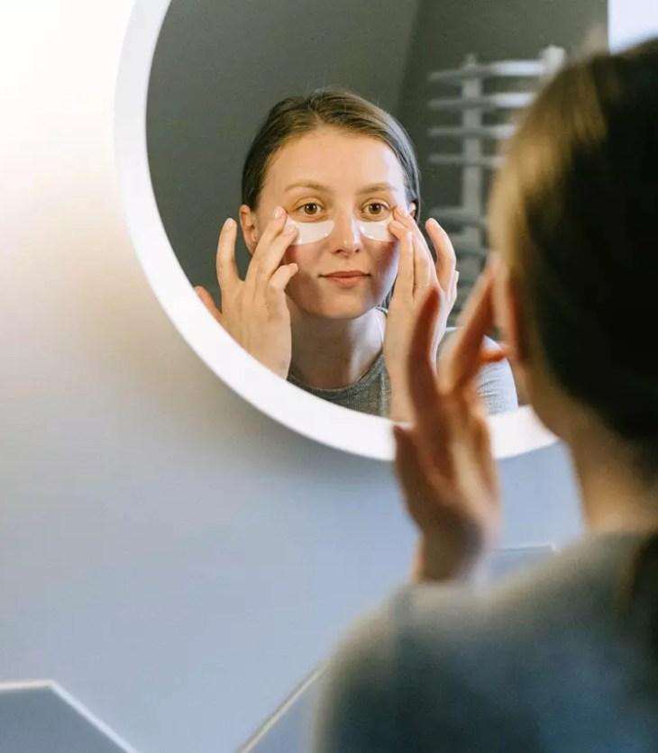woman undergoing dark circle treatment