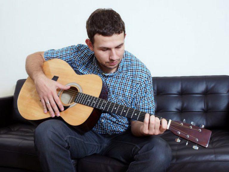 articulațiile doare când cântă la chitară