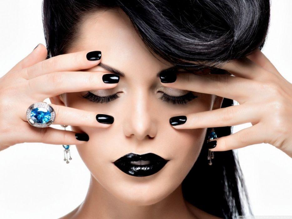 12 errori da evitare, cattive abitudini che rovinano le unghie