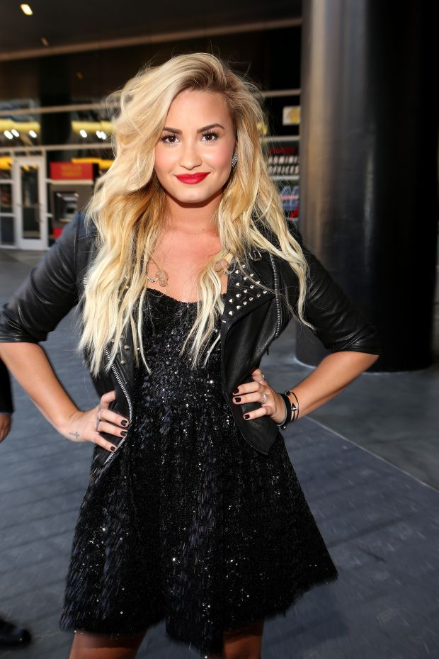 Demi Lovato Blonde Hair Color Women Hairstyles