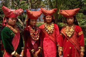 Minangkabau Women, via Indonesian Tourism Forum