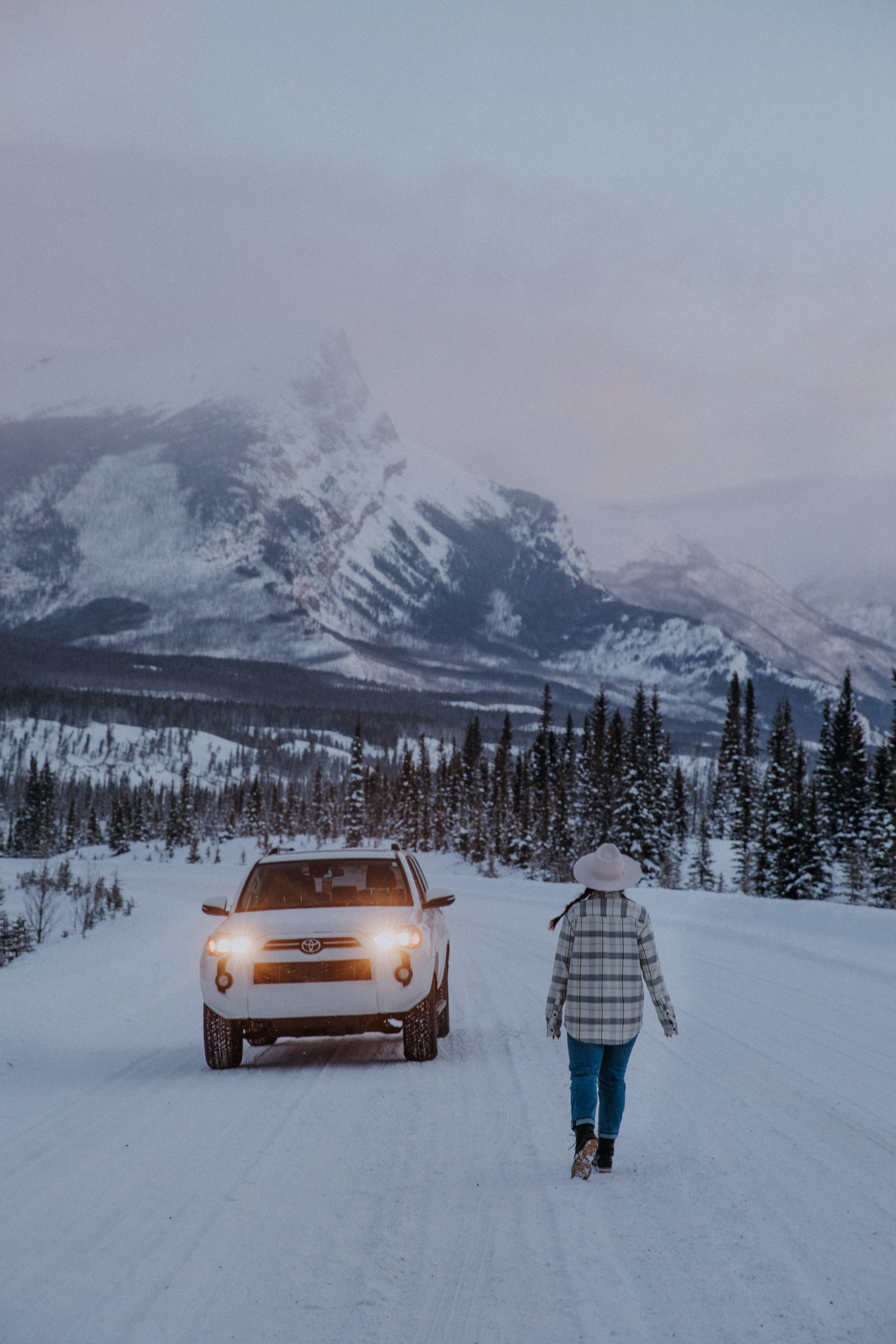 The Ultimate Banff Winter Guide - Driving the Icefields Parkway