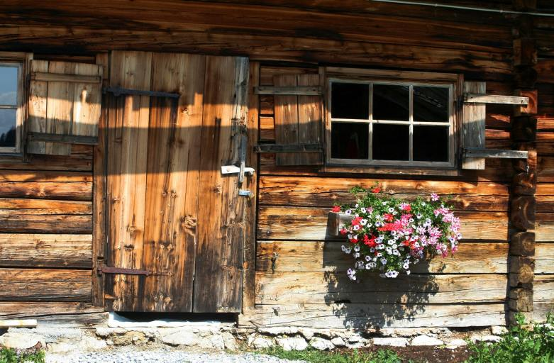 The Story Cottage – Track 2 of the Writers Retreat