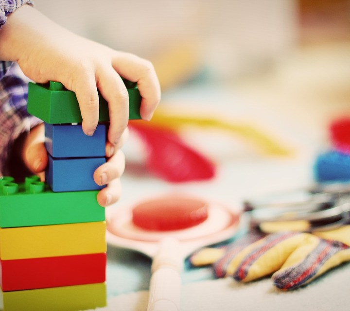 How to Make your Kids Happy without Spoiling your Budget?