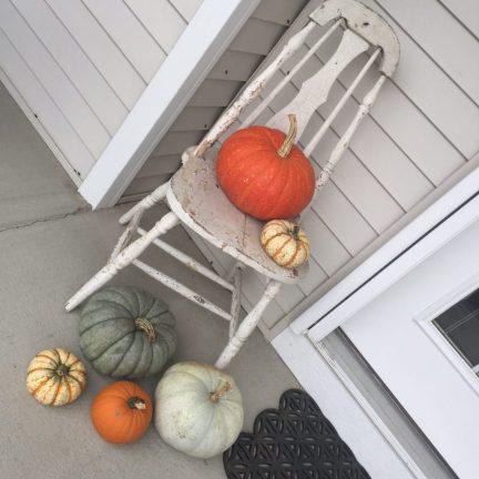 white-chair-and-pumpkins