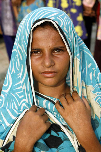 Pakistanis Girl Displaced by Flood