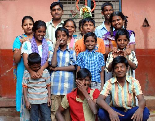 Bangalore India slum kids use open-source software to learn computer skills