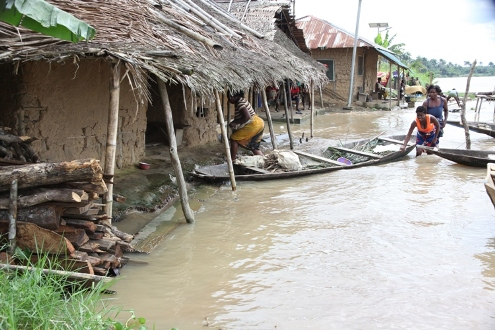 Displaced flood victims in Niger, Africa still face danger as river levels rise