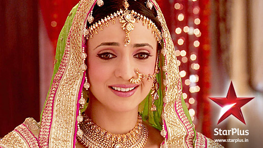 sanaya irani in bridal dress, sanaya irani dresses in ipkknd