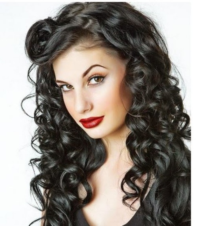 Trendy Ideas for Women's Curly hair style