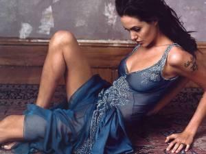 Angelina-Jolie-high resolution-Wallpaper