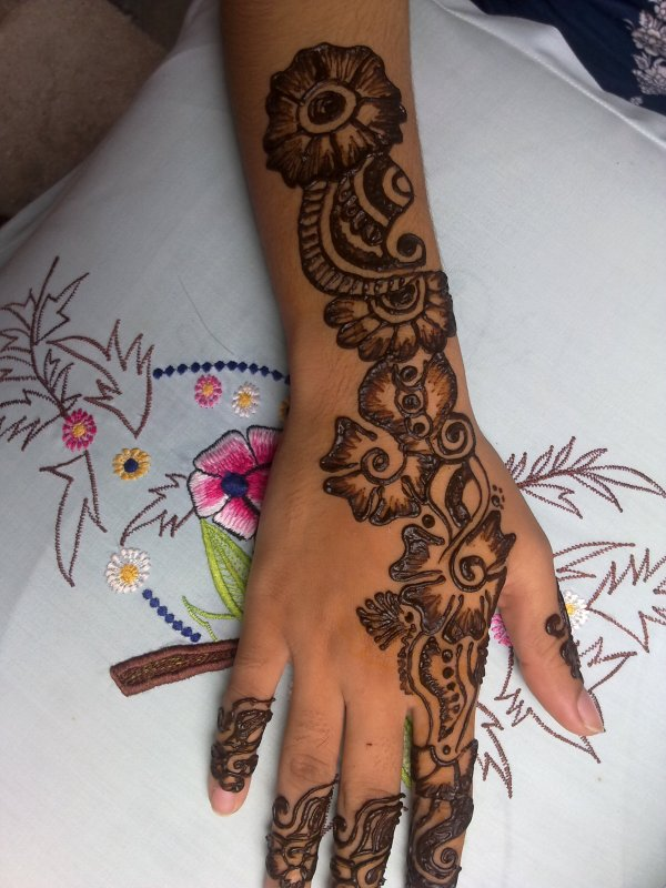 Latest-Arabic-Mehndi-Designs-for-Hands