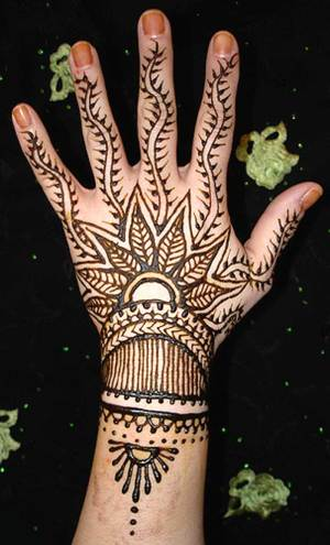 Look Stunning Than Ever With Cool Back Hand Mehndi Designs!