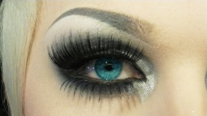 Long Eyelashes – Desire of every Girl