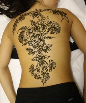 Latest Indian Mehndi pattern for back tattoos