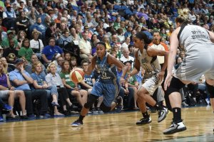 Renee Montgomery drives to the hoop. Photo courtesy of Lynx Basketball.