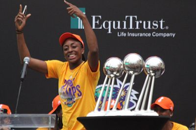 Nneka Ogwumike greets the crowd. Photo by Benita West/T.G.Sportstv1.