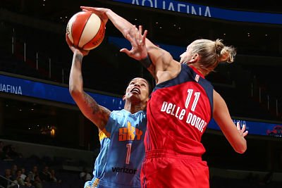 Elena Delle Donne rises to reject Tamera Young's shot. Photo by NBAE via Getty Images.