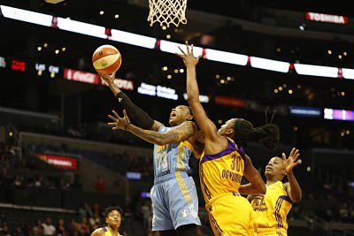 Cappie Pondexter forces up a shot. Photo by Maria Noble, WomensHoopsWorld.