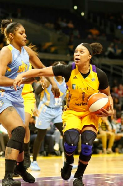 Odyssey Sims tries to push past the Sky defense. Photo by Maria Noble, WomensHoopsWorld.