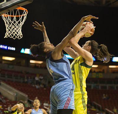 Damiris Dantas fouls Breanna Stewart. Photo by Neil Enns/Storm Photos.