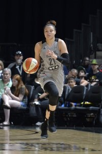 Kayla McBride scored a season-high 27 points for the Stars and speared a fourth quarter comeback run. Photo by Mark Sobhani/NBAE via Getty Images.
