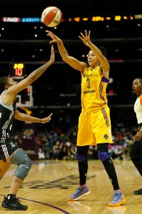 Candace Parker passes the ball. Photo by Maria Noble, WomensHoopsWorld.