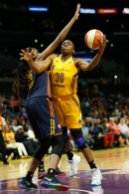 Nneka Ogwumike gets around the screen. Photo by Maria Noble/WomensHoopsWorld.