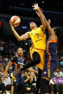Candace Parker goes up for the bucket. Photo by Maria Noble/WomensHoopsWorld.