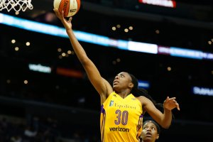 Nneka Ogwumike lays the ball up and in. Photo by Maria Noble/WomensHoopsWorld.