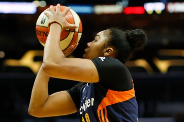 Alex Bentley shoots the ball. Photo by Maria Noble/WomensHoopsWorld.