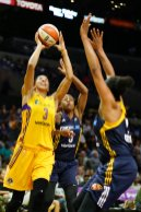 Candace Parker goes up to score. Photo by Maria Noble/WomensHoopsWorld.