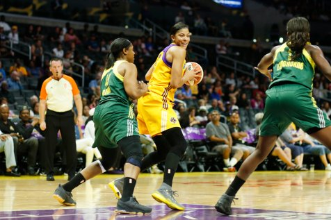 Candace Parker deals with defensive pressure. Photo by Maria Noble/WomensHoopsWorld.