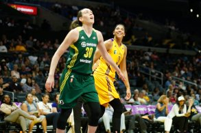 Breanna Stewart and Candace Parker look for the rebound. Photo by Maria Noble/WomensHoopsWorld.