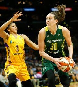 Breanna Stewart looks to score. Photo by Maria Noble/WomensHoopsWorld.