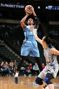 Brittney Sykes shoots the ball during a game against the Minnesota Lynx. Photo by David Sherman/NBAE via Getty Images.