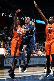 Brittney Sykes goes to the basket against the Connecticut Sun. Photo by Chris Marion/NBAE via Getty Images.