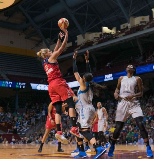 Elena Delle Donne elevates to score. Photo by Brian Few Jr./TGSportsTV1.