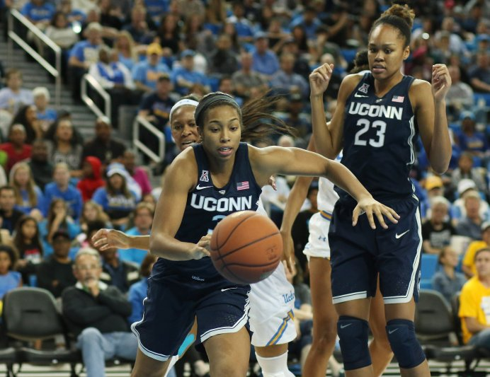 Megan Walker runs the break. Photo by Maria Noble/WomensHoopsWorld.