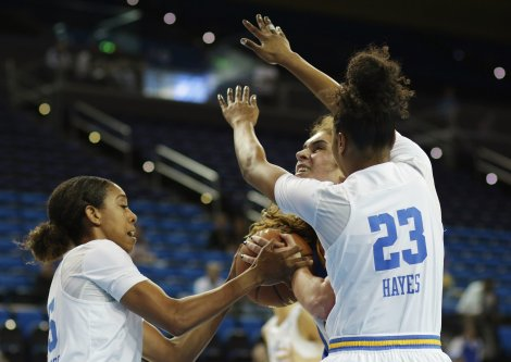 Monique Billings and Kelli Hayes execute defense. Photo by Maria Noble/WomensHoopsWorld.