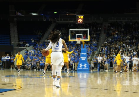 Jordin Canada brings the ball up court. Photo by Maria Noble/WomensHoopsWorld.