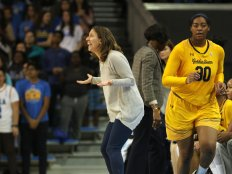 Lindsay Gottlieb is in disbelief at a call. Photo by Maria Noble/WomensHoopsWorld.