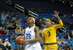 Kennedy Burke beats Mikayla Cowling to the basket. Photo by Maria Noble/WomensHoopsWorld.
