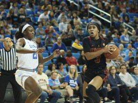 Minyon Moore drives to the hoop. Photo by Maria Noble/WomensHoopsWorld.