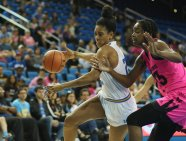 Monique Billings drives to the hoop. Photo by Maria Noble/WomensHoopsWorld.