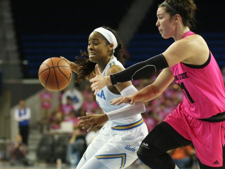 Jordin Canada's speed gets her past everyone on the court. Photo by Maria Noble/WomensHoopsWorld.