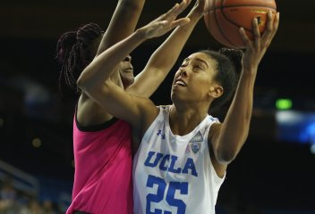 Monique Billings goes for a tough shot. Photo by Maria Noble/WomensHoopsWorld.