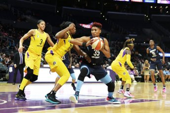 Angel McCoughtry is defended by Chelsea Gray. Photo by Maria Noble/WomensHoopsWorld.